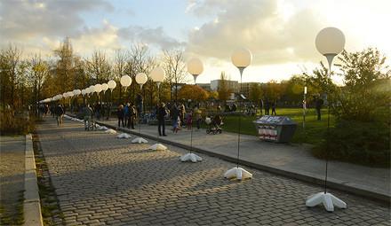 plasterstr-lichtgrenze-mauerpark